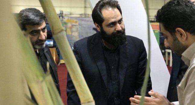 بازدید دکتر حقیقی پور مدیر عامل آبفا خوزستان از غرفه شرکت توسعه نیشکر و صنایع جانبی در نمایشگاه بین المللی خوزستان