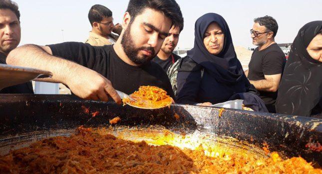 توزیع روزانه ۲هزار پرس غذای گرم ستاد مردمی کارکنان وزارت اقتصاد در مرز شلمچه