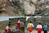 نجات جان چوپان گرفتار در کوهستان توسط نجاتگران