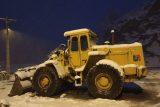بارش برف راههای ارتباطی روستاهای دهدز را مسدود کرد