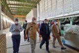 گزارش تصویری بازدید فرماندار شوشتر از کارخانه صنایع خمیر و کاغذ دیبا